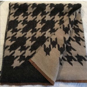 Ann Taylor Scarf Houndstooth Luxe Navy Tan Fringe